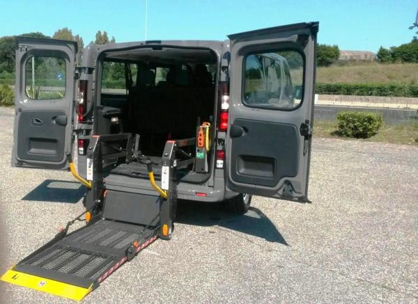 Hire aids for trips: Opel Vivaro with ramp for self driving