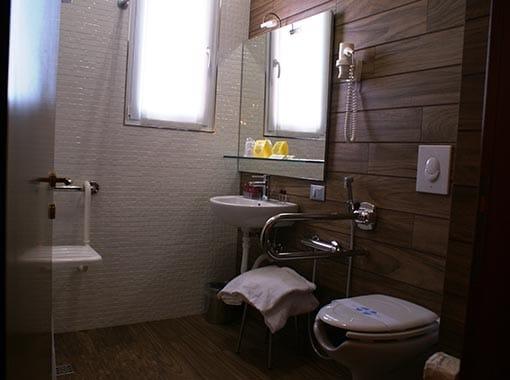 Ferrara Accessible hotel rest room
