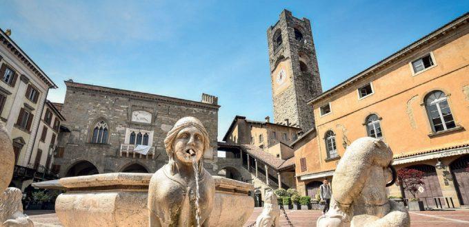 Bergamo, Città Alta, Piazza Vecchia e lafontana Contarini