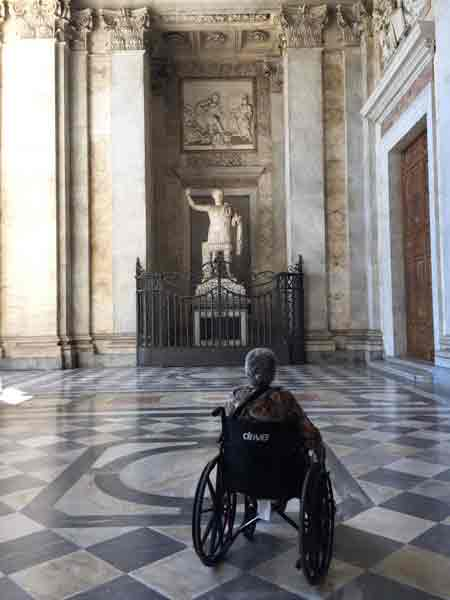 Roma visita in sedia a ruote